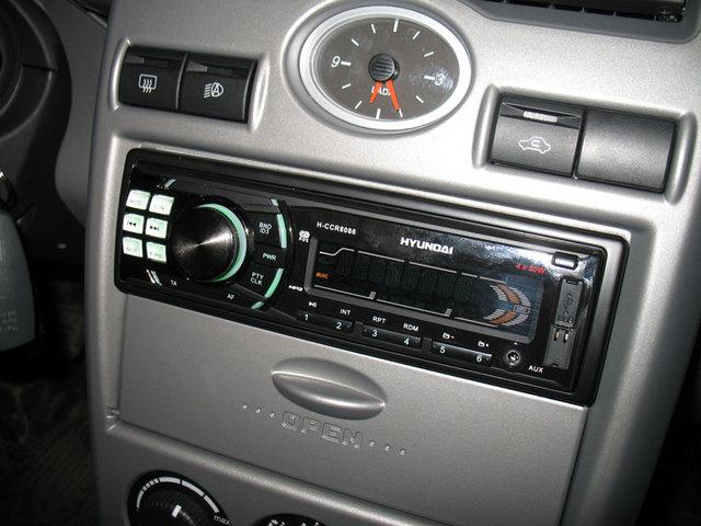 Автомагнитола 1-DIN Hyundai H-CCR-8086.